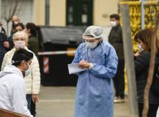 Com estratégias diferentes de combate ao coronavírus, Argentina e Uruguai veem contágios dispararem