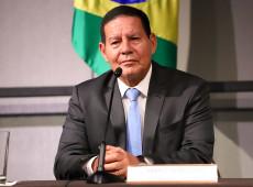 Mourão faz apologia do fascismo e quer punir as torcidas que pedem democracia