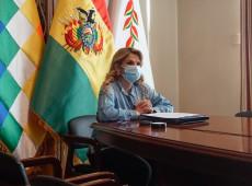 Presidente autoproclamada da Bolívia diz que testou positivo para covid-19