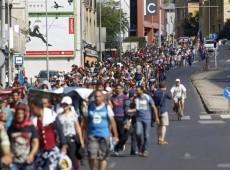 Hungria fecha fronteira com Sérvia, endurece leis e diz: 'europeus poderão virar minoria'