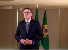 Cria do fascismo de 64, Bolsonaro usa falso nacionalismo enquanto destrói o Brasil