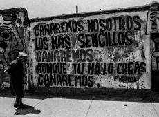 Chile se rebela por 30 anos, não por 30 pesos, diz fotógrafo que cobriu anos Pinochet
