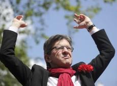 Hollande completa um ano no poder com impopularidade recorde e protesto da esquerda