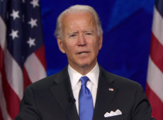 Biden aceita nomeação e fala em 'superar trevas' nos EUA