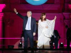 """Afronta para democracia"", diz Fernández sobre Clarín convocar escracho à casa de Kirchner"