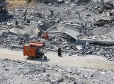 Desesperados com vida em meio a escombros, palestinos cortam cerca de  Gaza cientes de que serão presos em Israel