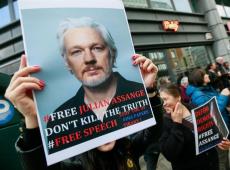 Assange apresenta denúncia contra diplomatas do Equador por espionagem