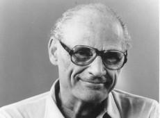Hoje na História: 1957 - Dramaturgo norte-americano Arthur Miller é acusado de desacato ao Congresso