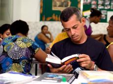 Quase 800 milhões de jovens e adultos no mundo não sabem ler nem escrever, diz Unesco