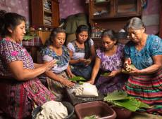 Semitas, pão de arroz e salporas: Na Guatemala, cozinhar é como fiar o tecido dos ancestrais