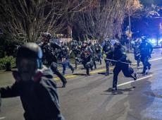 Manifestantes em Mineápolis protestam pela segunda noite consecutiva contra morte de jovem negro