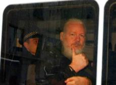 Suécia suspende investigações de estupro contra Assange