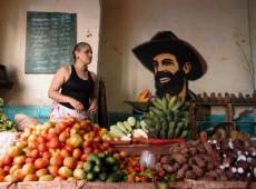 Como o trabalho por conta própria é regulamentado atualmente em Cuba?
