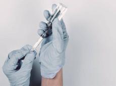 Guerra das vacinas: pandemia expõe confronto entre saúde pública e medicina de mercado