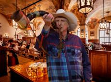 Tarso: Hitler usou uma cervejaria em Munique, Bolsonaro tentou usar um cantor sertanejo?