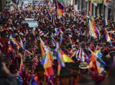 Fascistas vandalizam Wipala, bandeira símbolo dos povos indígenas da Bolívia