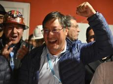 """""""Recuperamos a democracia e a esperança"""", diz Luis Arce, após contagem extraoficial indicar vitória no primeiro turno"""