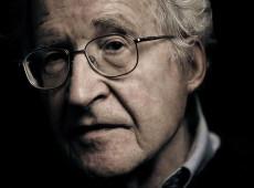 """Chomsky: """"La supervivencia de la democracia está en juego en las elecciones de EE.UU."""""""
