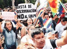 Com whipala, brasileiros se unem a bolivianos em protesto contra golpe de Estado e racismo