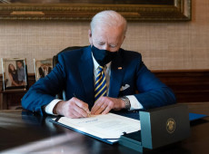 EUA: Joe Biden assina decretos para combater efeitos econômicos da covid-19