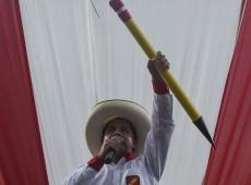 Incertezas sobre governo de Pedro Castillo, no Peru, estão ligadas aos fantasmas do anticomunismo, diz historiador
