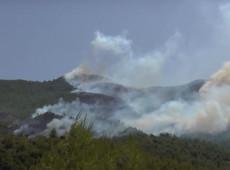 Incêndios florestais deixam mortos na Turquia e europeus enviam aviões para ajudar a conter o fogo