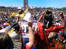 Mulheres indígenas protestam contra ameaças de governo Bolsonaro