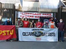 Movimentos sociais e familiares fazem ato em SP pela vida de Battisti, em greve de fome há 13 dias