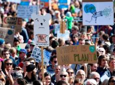 Mobilização mundial pelo clima reúne centenas de milhares de pessoas em 3 mil cidades
