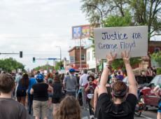 EUA: Policial que sufocou homem negro em Minneapolis é preso
