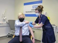 Com ao menos uma dose, Reino Unido vacina metade da população adulta contra covid-19