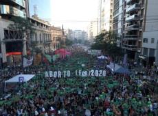Milhares de argentinas se mobilizam em diversas cidades do país pelo projeto Aborto Livre