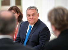 Hungria: Premiê Viktor Orbán usa coronavírus para obter poderes absolutos e governar por decreto
