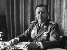 Hoje na História: 1954 - Alfredo Stroessner assume oficialmente o poder no Paraguai