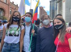 """Protestos seguem na Colômbia: """"governo dialoga de dia e mata de noite"""", diz senador Gustavo Petro"""