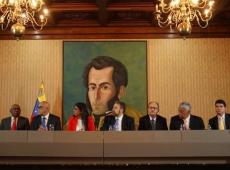 Maduro e oposição excluem Guaidó e assinam acordo para retomada de negociações
