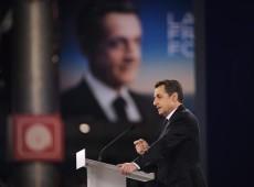 Sarkozy ultrapassa Hollande em pesquisa, mas socialista lidera segundo turno