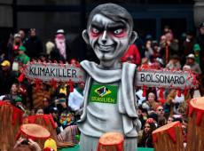 Bolsonaro é retratado como 'assassino do clima' no Carnaval alemão