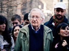 """""""Donald Trump é o pior criminoso da história, inegavelmente"""", diz Noam Chomsky"""