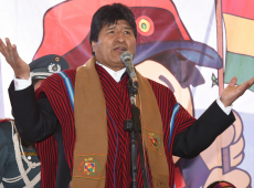 Militares que planejaram golpe tentam consumá-lo em conjunto com oposição, afirma Evo