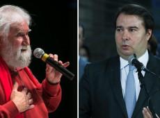 Apelo de Boff a Maia pelo impeachment de Bolsonaro é como pregar no deserto