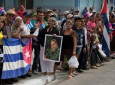 Cortejo com cinzas de Fidel atravessa Cuba e leva milhares de pessoas às ruas para despedida