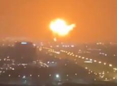 Explosão atinge principal porto de Dubai após navio ancorado pegar fogo