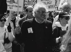 Bernie Sanders em fotos: da prisão nos anos 1960 ao desejo de enfrentar Trump em 2020