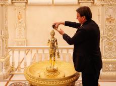 Bisneta de Gandhi critica visita de Bolsonaro a memorial: 'Distorção do legado'