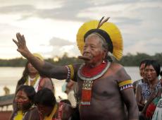 """""""Enquanto indígena estiver ameaçado, vou pedir paz"""", diz Raoni em evento com 45 povos"""