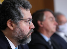 Ex-chanceler Ernesto Araújo mobilizou diplomacia para obter cloroquina