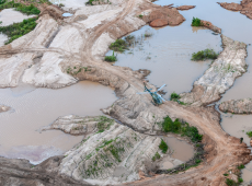 """""""Sonho"""" da mineração de Bolsonaro é extermínio para indígenas da Amazônia"""