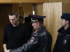 Lei não permite detenção de Navalny antes da sentença, diz jurista sobre opositor russo