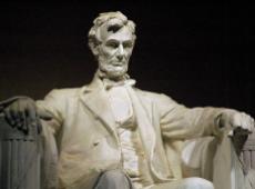Spielberg: ¿era Abraham Lincoln, después de todo, un esclavizador o un libertador?